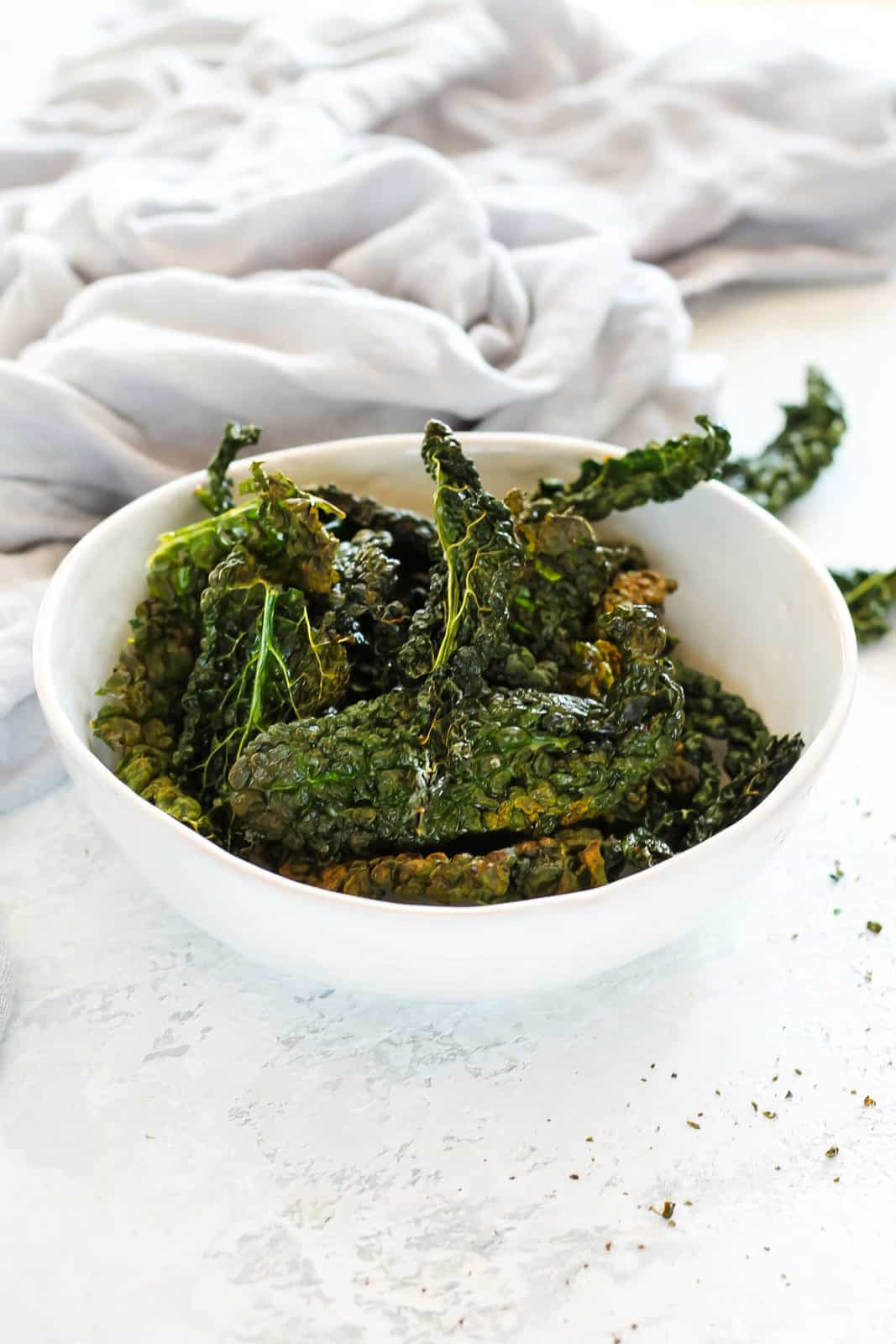 air fryer kale chips in a white bowl