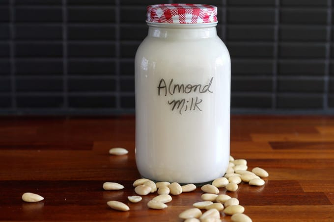 how to make homemade almond milk // the muffin myth