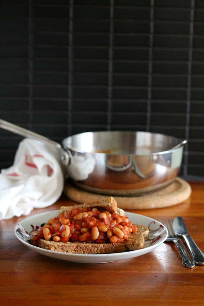 toast for dinner -saucy, spicy, vegan beans on toast // www.heynutritionlady.com