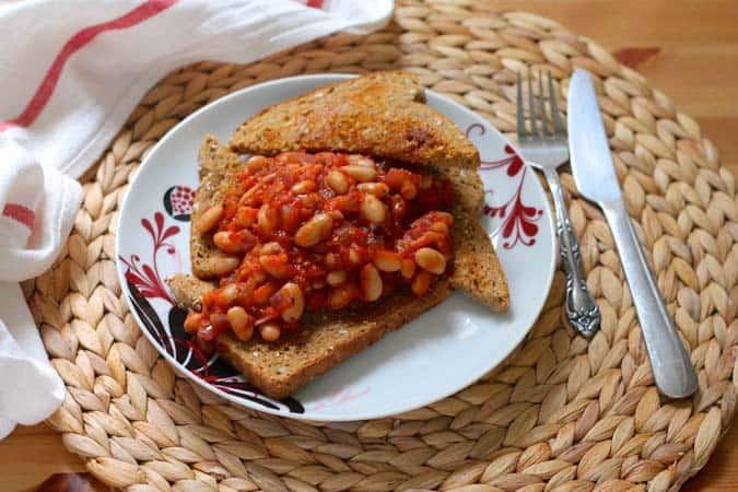 toast for dinner -saucy, spicy, vegan beans on toast // www.heynutritionlady.com
