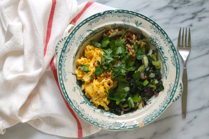 greens 'n' grains breakfast bowl