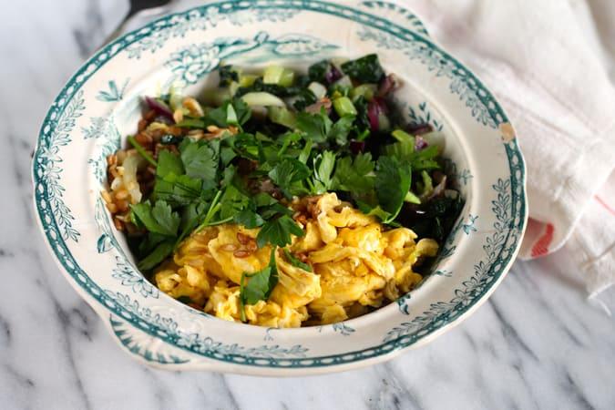 grains 'n' greens breakfast bowl // www.heynutritionlady.com