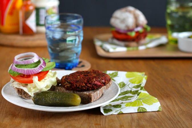 beautiful beet burgers {vegan} // www.heynutritionlady.com