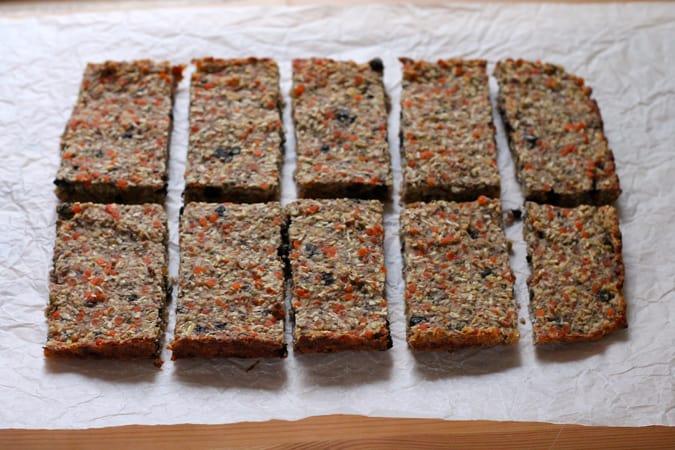 make and freeze breakfast bars {vegan and gluten free} // www.heynutritionlady.com