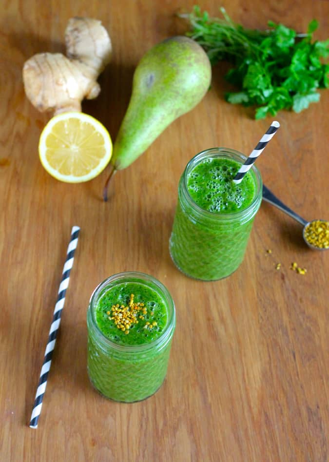 pear ginger sprintime smoothie  with bee pollen // themuffinmyth.com