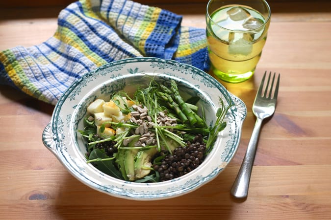 spring living lentil bowls - gluten free and easily vegan, these are packed with fresh spring flavours // themuffinmyth.com