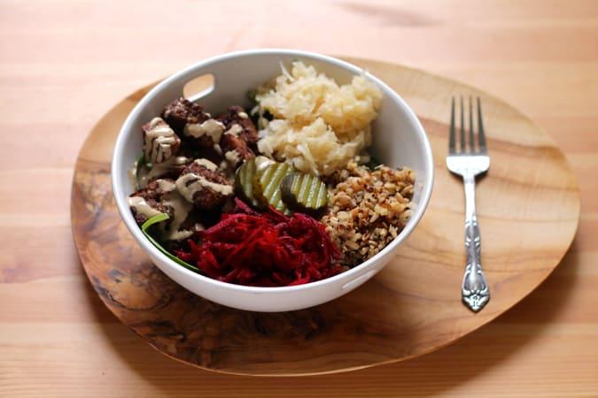 tempeh reuben bowls // www.heynutritionlady.com
