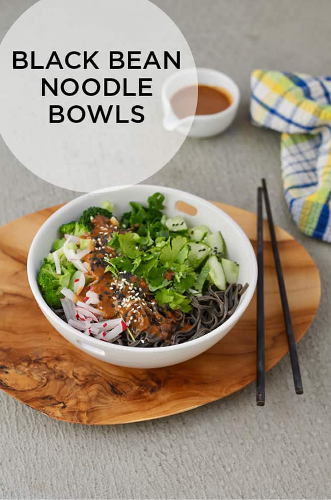 black bean noodle bowls with spicy sesame sauce // themuffinmyth.com