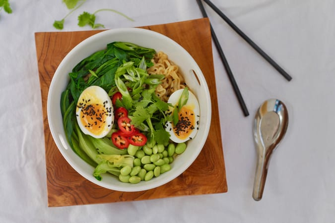 10-minute fancied up veggie ramen - perfect for quick and easy weeknight dinners! // www.heynutritionlady.com