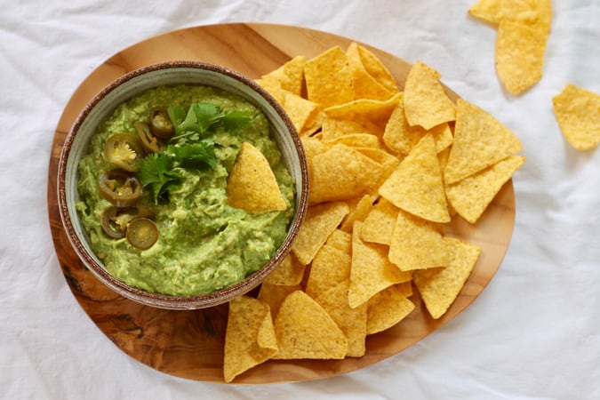 lightened up guacamole with a protein-boosting secret ingredient! // themuffinmyth.com