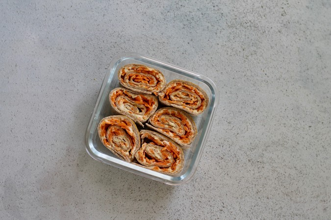 carrot hummus rolls - a quick and easy snack or lunch // themuffinmyth.com