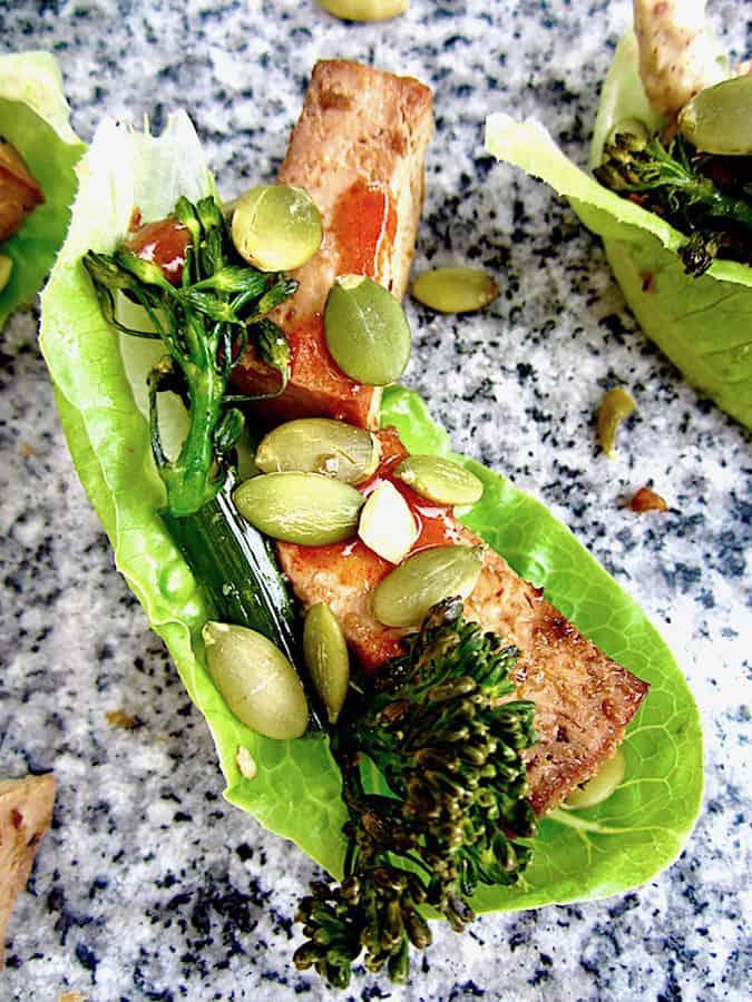 22 vegetarian lunch box ideas - easy tofu lettuce wraps // themuffinmyth.com