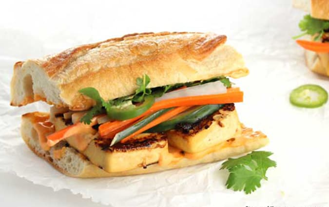 22 vegetarian lunch box ideas - grilled tofu bahn mi // www.heynutritionlady.com