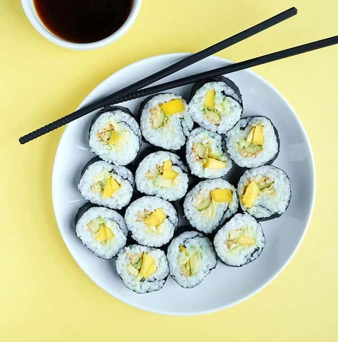 22 vegetarian lunch box ideas - crispy mango zucchini sushi // themuffinmyth.com
