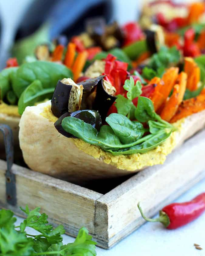 22 vegetarian lunch box ideas - pita pockets with roasted veggies and hummus