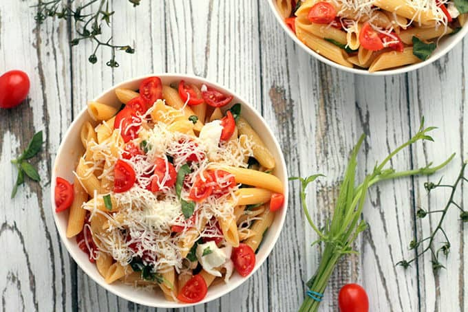 vegetarian lunch ideas: caprese pasta bowls