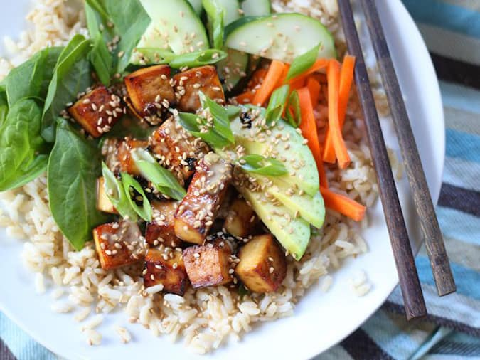 more vegetarian lunch box ideas: baked tofu sushi bowls with wasabi tahini sauce