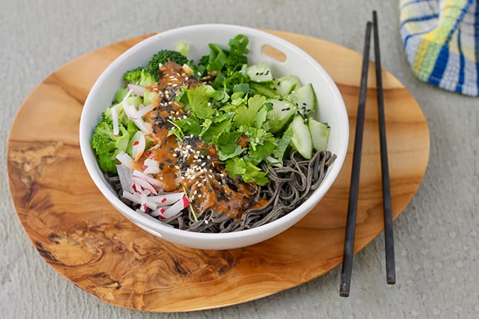 more vegetarian lunch ideas: black bean noodle bowls