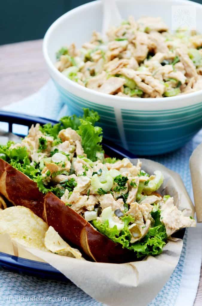 22 vegetarian lunch box ideas - vegan chicken salad with pickles // themuffinmyth.com