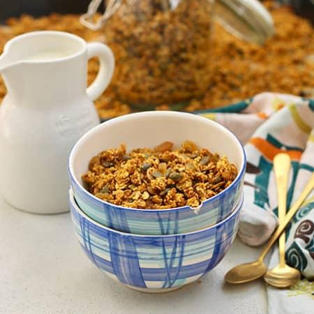 healthy pumpkin granola with millet and golden raisins // www.heynutritionlady.com